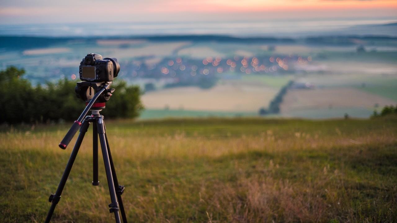 Sterne und Sonnenaufgang am Hesselberg